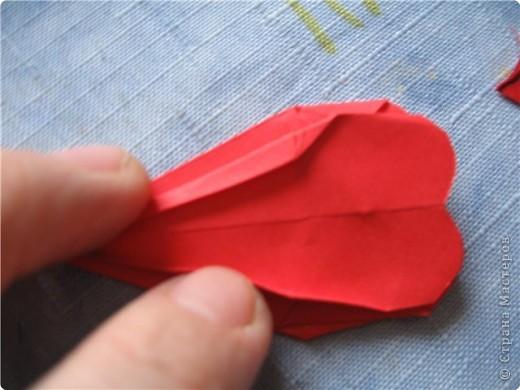 """цветок состоит из 5 элементов. один модуль """"лилия"""" зеленого цвета, бумага размером 10см.  два модуля красного или розового цвета(приближенного к цвету маковых лепестков) размер 9см.  и, серединка. состоит из двух модулей сделанных как модуль""""супер шар"""". один черного цвета (6см) и желтого цвета (5см). для сердцевинки, делаем модули  как для """"супер шара"""", только в укороченном варианте - не разворачивая модуль внутрь. фото 16"""