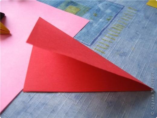 """цветок состоит из 5 элементов. один модуль """"лилия"""" зеленого цвета, бумага размером 10см.  два модуля красного или розового цвета(приближенного к цвету маковых лепестков) размер 9см.  и, серединка. состоит из двух модулей сделанных как модуль""""супер шар"""". один черного цвета (6см) и желтого цвета (5см). для сердцевинки, делаем модули  как для """"супер шара"""", только в укороченном варианте - не разворачивая модуль внутрь. фото 4"""