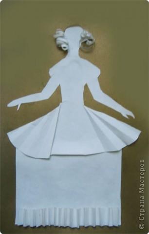 """Идея создания  такого исторического костюма в технике  бумагопластика   принадлежит моей коллеге Гончаровой А.К. Я предлагаю вашему вниманию мои методические разработки  к урокам изобразительного искусства по теме : """"Человек, декор, общество, время."""" фото 2"""