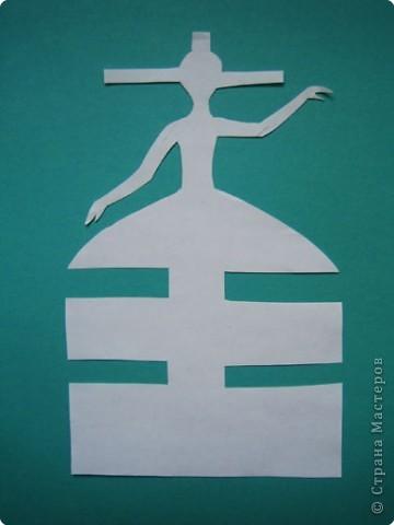 """Идея создания  такого исторического костюма в технике  бумагопластика   принадлежит моей коллеге Гончаровой А.К. Я предлагаю вашему вниманию мои методические разработки  к урокам изобразительного искусства по теме : """"Человек, декор, общество, время."""" фото 7"""