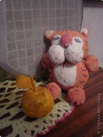 Шитьё: Тигр и золотое яблочко.