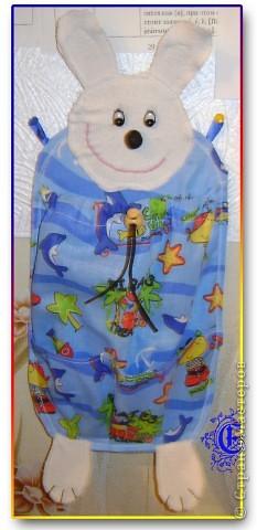 Долго придумывала, как лучше сделать мешочек под спортивные вещи ребёнку в садик, и однажды в магазине наткнулась примерно на такой. Думаю это оптимальный вариант, и карманчики для чешек спереди есть )))