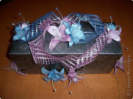 Цветочки сделаны из яичных ячеек. фото 1