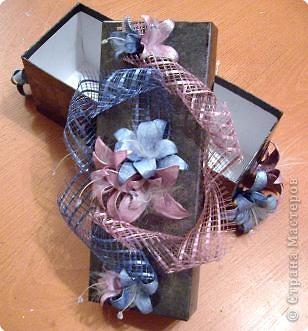 Цветочки сделаны из яичных ячеек. фото 2