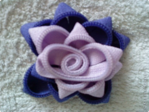 цветок-брошь из молнии фото 2