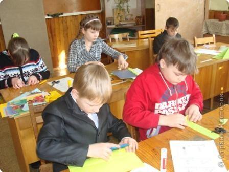 7 марта я проводила VII городскую олимпиаду по оригами среди учащихся школ города Енисейска. Первый тур был заочный. Был запущен треугольный модуль. Нужно было в технике китайского модульного оригами сложить любую модель. И вот, что дети сотворили. фото 15
