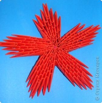 7 марта я проводила VII городскую олимпиаду по оригами среди учащихся школ города Енисейска. Первый тур был заочный. Был запущен треугольный модуль. Нужно было в технике китайского модульного оригами сложить любую модель. И вот, что дети сотворили. фото 12