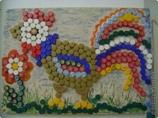Коллективная работа Мозаика Превращение обычных пробок от пластиковых бутылок в