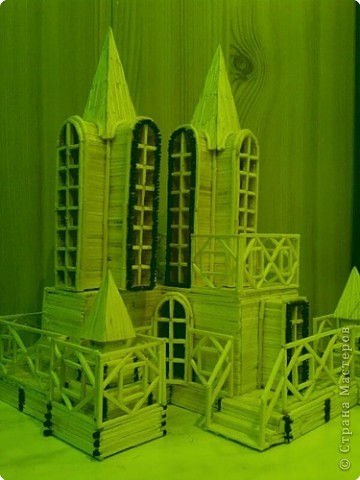 Дворец Ветров( неоновая подсветка) вид спереди фото 2