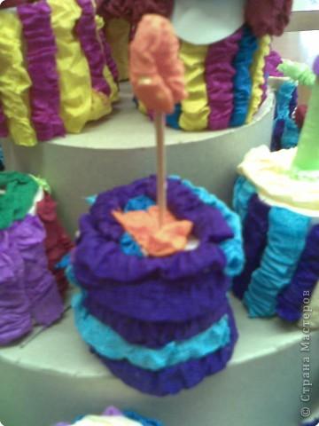 Этот тортик с ребятами вторго класса мы подарили мамам к 8 марта, они сочинили стихи о творческом процессе и поздравлялки к 8 марта, потом каждый подарил свое пирожное маме или бабушке фото 3