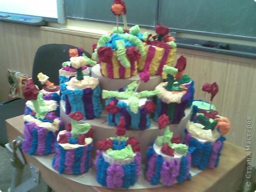 Этот тортик с ребятами вторго класса мы подарили мамам к 8 марта, они сочинили стихи о творческом процессе и поздравлялки к 8 марта, потом каждый подарил свое пирожное маме или бабушке фото 2