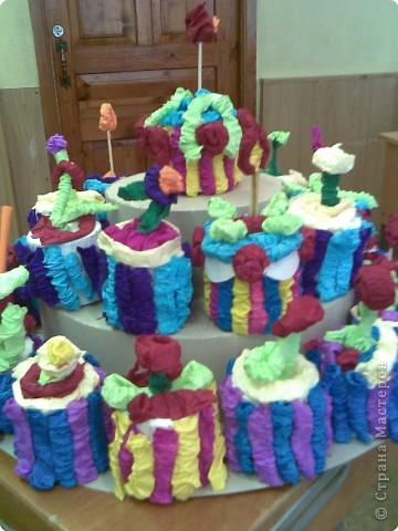Этот тортик с ребятами вторго класса мы подарили мамам к 8 марта, они сочинили стихи о творческом процессе и поздравлялки к 8 марта, потом каждый подарил свое пирожное маме или бабушке фото 1