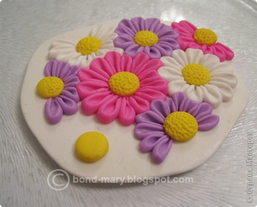 Дорогие мастера и мастерицы! Что-то захотелось мне лета, летних красок. И я сотворила кулон с летними цветочками из полимерной глины. фото 4
