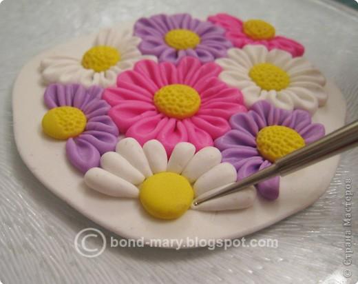 Дорогие мастера и мастерицы! Что-то захотелось мне лета, летних красок. И я сотворила кулон с летними цветочками из полимерной глины. фото 9