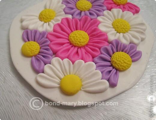 Дорогие мастера и мастерицы! Что-то захотелось мне лета, летних красок. И я сотворила кулон с летними цветочками из полимерной глины. фото 10