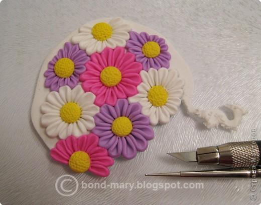 Дорогие мастера и мастерицы! Что-то захотелось мне лета, летних красок. И я сотворила кулон с летними цветочками из полимерной глины. фото 12
