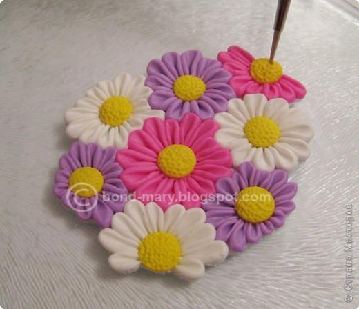 Дорогие мастера и мастерицы! Что-то захотелось мне лета, летних красок. И я сотворила кулон с летними цветочками из полимерной глины. фото 13