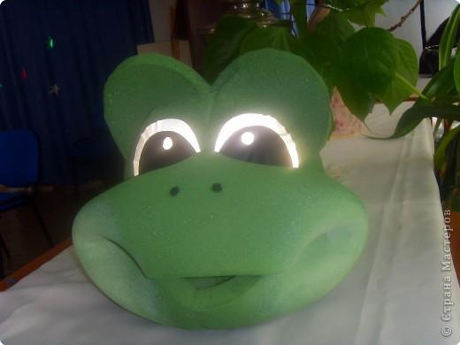 """Это маска лягушки.Делали для сказки """"Дюймовочка"""". фото 1"""