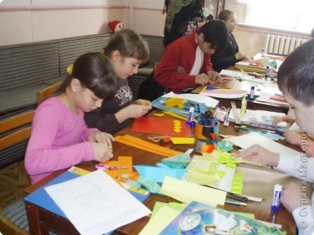 7 марта я проводила VII городскую олимпиаду по оригами среди учащихся школ города Енисейска. Первый тур был заочный. Был запущен треугольный модуль. Нужно было в технике китайского модульного оригами сложить любую модель. И вот, что дети сотворили. фото 18