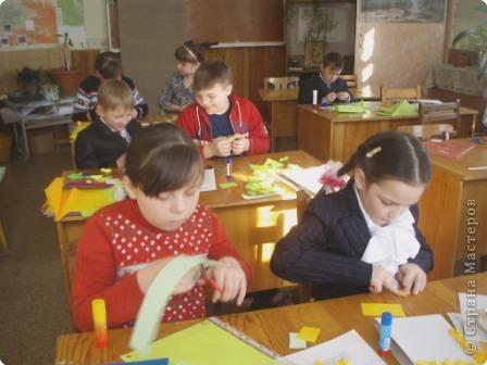 7 марта я проводила VII городскую олимпиаду по оригами среди учащихся школ города Енисейска. Первый тур был заочный. Был запущен треугольный модуль. Нужно было в технике китайского модульного оригами сложить любую модель. И вот, что дети сотворили. фото 19