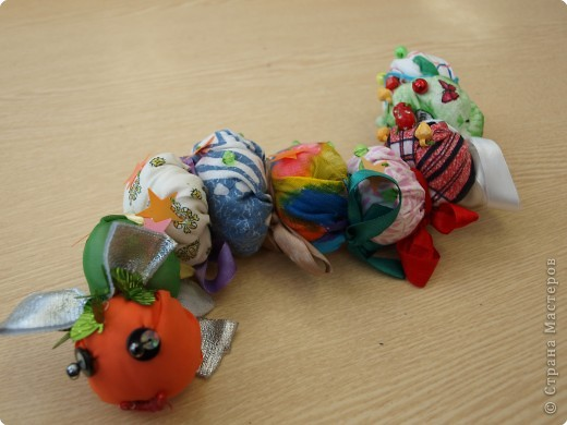 Мы с моими третьеклассниками шили гусениц. фото 6