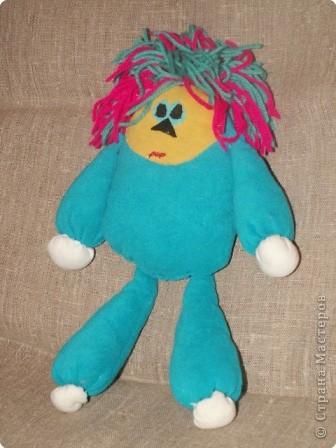 Получился грустный Фунтик. Мягкая игрушка для детей. Туловищеи голова вместе на одной форме.Лицо - аппликация. На голове задорный  паричок из ниток. фото 3