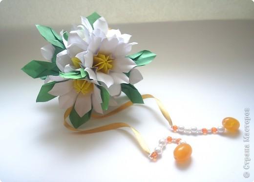 Эта кусудама из книги Hana no kusudama. Очень она мне приглянулась, напомнила о весне, о тепле.Вот и решила я сделаь для себя подарочек к 8 марта в виде такого весеннего букетика))) фото 2
