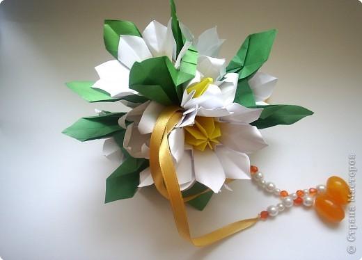Эта кусудама из книги Hana no kusudama. Очень она мне приглянулась, напомнила о весне, о тепле.Вот и решила я сделаь для себя подарочек к 8 марта в виде такого весеннего букетика))) фото 4
