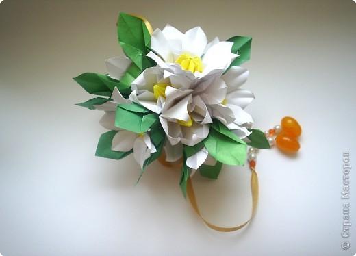 Эта кусудама из книги Hana no kusudama. Очень она мне приглянулась, напомнила о весне, о тепле.Вот и решила я сделаь для себя подарочек к 8 марта в виде такого весеннего букетика))) фото 5