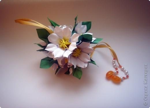 Эта кусудама из книги Hana no kusudama. Очень она мне приглянулась, напомнила о весне, о тепле.Вот и решила я сделаь для себя подарочек к 8 марта в виде такого весеннего букетика))) фото 6