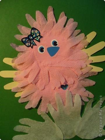 """Эти разноцветные цыплята сделаны  в буквальном смысле моими ручками, потому что мама их смастерила из моих """"ладошек""""... фото 4"""