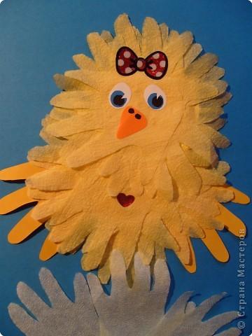 """Эти разноцветные цыплята сделаны  в буквальном смысле моими ручками, потому что мама их смастерила из моих """"ладошек""""... фото 6"""