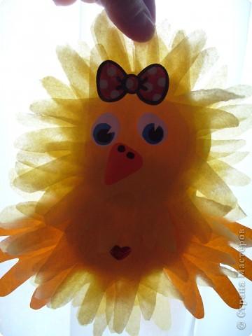 """Эти разноцветные цыплята сделаны  в буквальном смысле моими ручками, потому что мама их смастерила из моих """"ладошек""""... фото 1"""