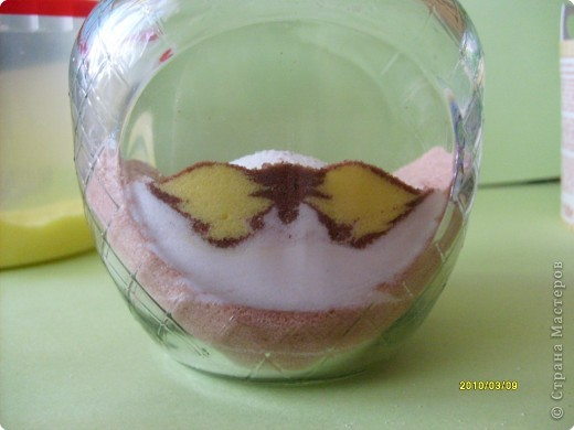 """Дорогие мастерицы, вот такой новый рисунок крашеной солью получился у меня!  Захотелось попробовать изобразить бабочку. А по ходу """"рисования"""" решила фотографировать процесс по просьбе некоторых жителей СМ показать, как я это делаю.  фото 7"""