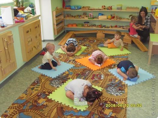 Давайте  знакомиться.  Это  наша  группа. Так мы отмечали  Осень. Работаю в детском центре с детьми от 1 года до 4 лет.  Сейчас очень хочу пройти  первую ступень интернет курсов.   Занятие.  фото 2