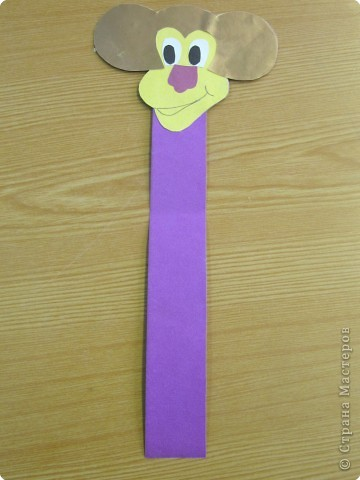 Основой для закладки является полоска картона длиной 20см и  шириной 2,5-3 см. ( дети обычно отмеряют по короткой стороне картона полоску шириной равной ширине обычной линейки) фото 2