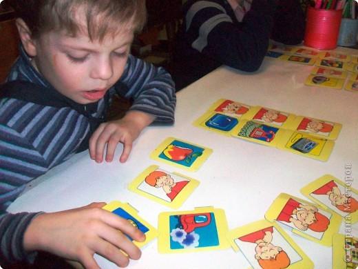 Наши органы чувств – наши помощники. Но знают ли наши дети о них? Однажды мне принесли стопку карточек. Без названия игры. Поэтому автор мне не известен. Но Вы самостоятельно можете приготовить подобную игру. Карточки двух видов – предметы и органы чувств человека.  фото 17