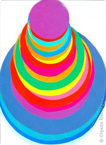 Что можно сделать из круга? На плоскости мы уже научились составлять из кругов  силуэты животных. Делали из шарика (соленого тесто) лепешку, превращая ее, например, в крылья... Сегодня познакомимся с объемной фигурой - конусом на примере изготовления петушка.  фото 2