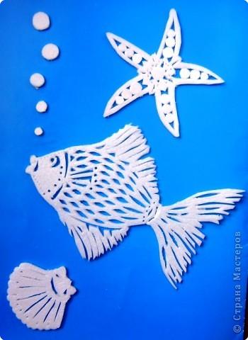 """Вчерашние веселые рыбки наших мастериц навеяли морскую тему. Вчера за пару часов сделала такие """"штуки"""". Правда рыбка у меня получилась серьезная. Взялась за маленький размер,мало было поля для узоров... В верхем угла -  типа """"морская звезда"""". Никак не могла представить как её вырезать)) Выполнено в """"моей"""" технике вырезания по пластиковой панели."""
