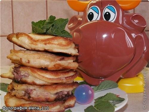 """Рецепт кулинарный: Ленивые беляши """"Весёлая компания"""" (или оладушки с припёком)"""