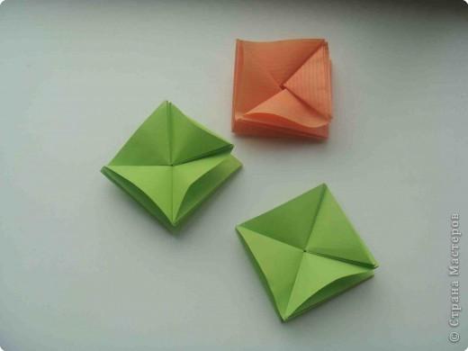 """Такую коробочку или кошелек с секретом я умела делать давно, но забыла. Благодаря энциклопедии """"Оригами"""" (автор Рик Бич), вспомнила.  Вот так выглядят готовые изделия. В чем секрет? Сначала сделаем кошелечек. фото 1"""