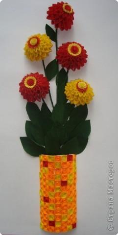 Картина панно рисунок Квиллинг Цинии в вазе Бумага гофрированная Бумажные полосы Проволока фото 5