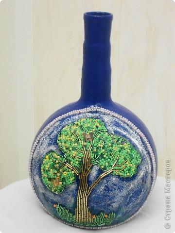 Из обычной стеклянной колбы сделали вот такую вазу. фото 1