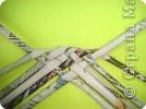 Выпускаю этап подготовки трубочек, лучше их предварительно раскатать. Итак, 6 трубочек переплетаем так, как показано на рисунке. фото 3