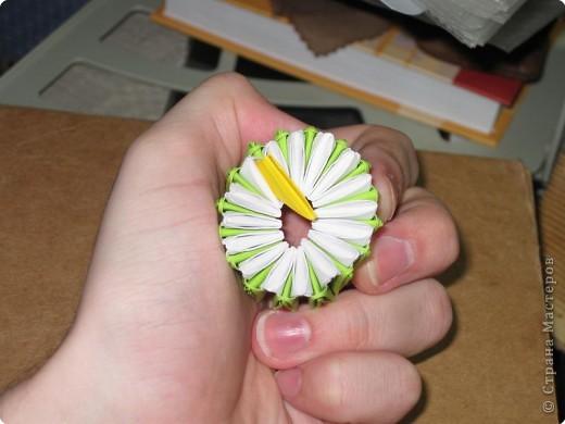 Для того, чтобы сделать такой лимон, нам понадобится следующее: 16 жёлтых треугольников, 16 белых и 64 зелёных. Ну и естественно, желание. фото 12