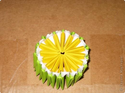 Для того, чтобы сделать такой лимон, нам понадобится следующее: 16 жёлтых треугольников, 16 белых и 64 зелёных. Ну и естественно, желание. фото 16