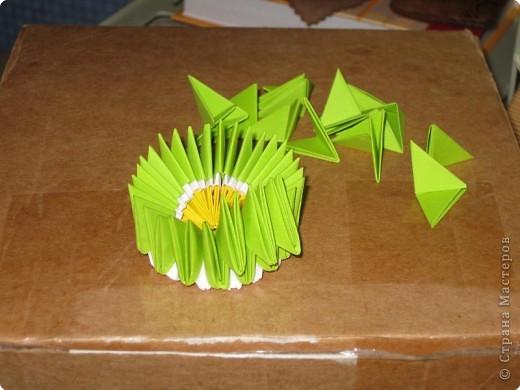 Для того, чтобы сделать такой лимон, нам понадобится следующее: 16 жёлтых треугольников, 16 белых и 64 зелёных. Ну и естественно, желание. фото 17