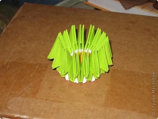 Для того, чтобы сделать такой лимон, нам понадобится следующее: 16 жёлтых треугольников, 16 белых и 64 зелёных. Ну и естественно, желание. фото 18
