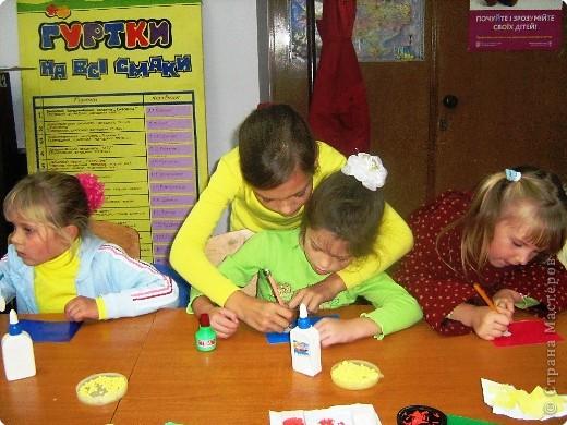 Занятие с первокласниками(шестилетками)проводят девочки 9-10 лет(третий год обучения)