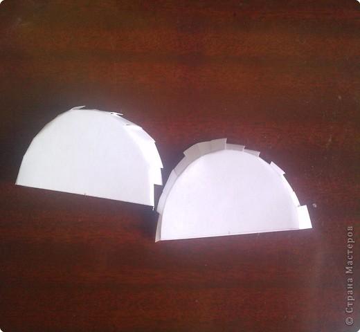 нужно: 2 ватмана форматом А1, офисная белая и розовая бумага, клей ПВА и карандаш, ножницы, циркуль. фото 6